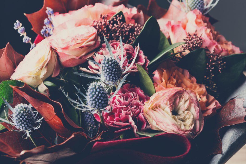 Autunno composizione con fiori di cardi