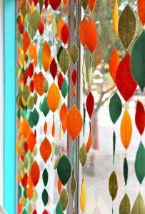pioggia di colore foglie secche