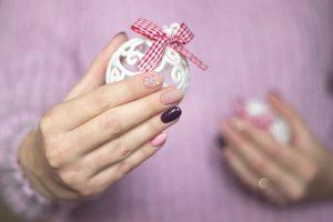 unghie natalizie Rosa e glitter